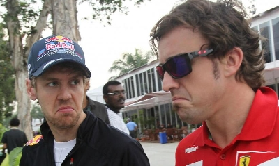 Vettel con Alonso, foto AP