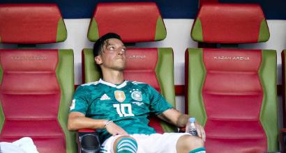 """La Merkel difende Özil: """"Scelta da rispettare, ha fatto tanto"""""""