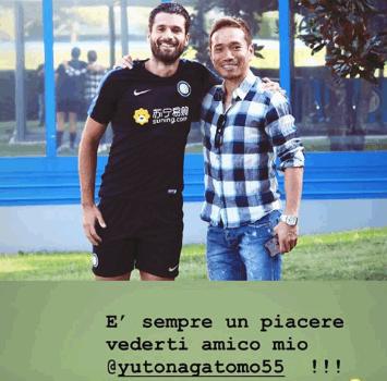 Nagatomo fa visita all'Inter: la foto con Candreva è tutta da ridere