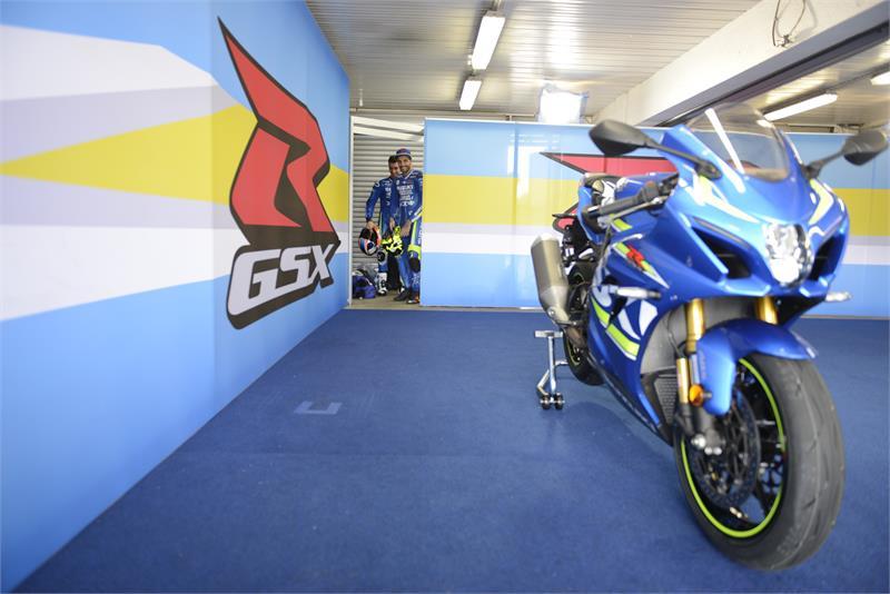 MotoGP, Iannone e Rins provano la Suzuki GSX-R1000R