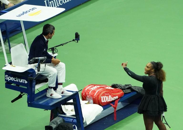 Serena Williams litiga con il giudice durante la finale degli Us Open contro la Osaka (8 settembre)
