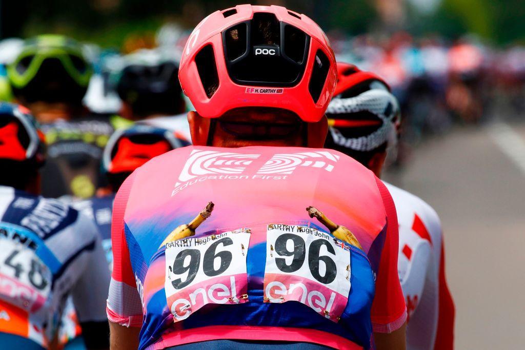 Caleb Ewan vince l'undicesima tappa del Giro d'Italia, la Carpi-Novi Ligure (221 km) dedicata al ricordo di Fausto Coppi, a 100 anni dalla sua nascita...