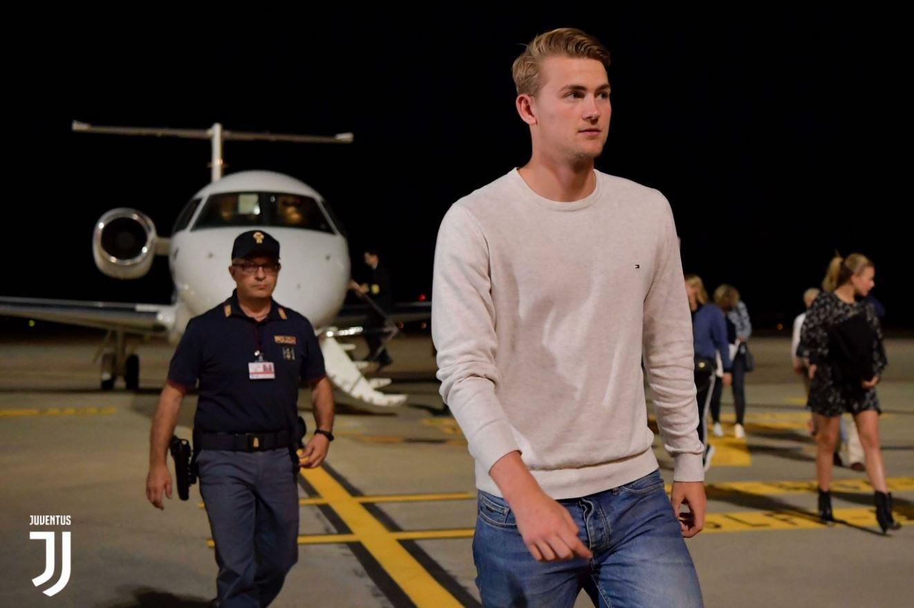 Il difensore olandese è atterrato all'aeroporto di Caselle: nella giornata di mercoledì le visite mediche e la firma sul contratto quinquennale con i ...
