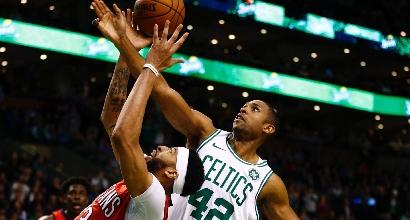 Nba: ciclone Davis, New Orleans sbanca Boston