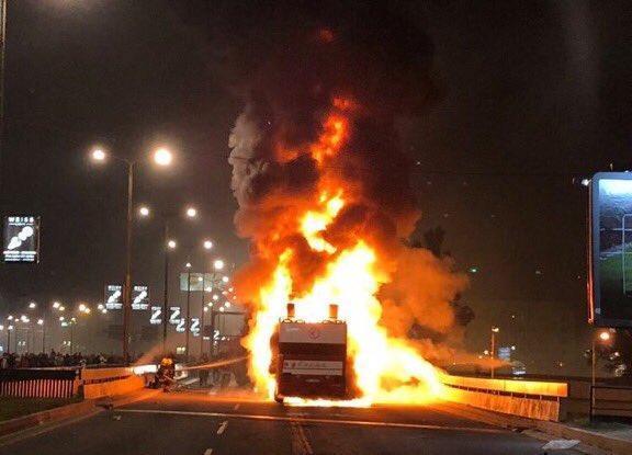 Titolo Stella Rossa: il bus scoperto prende fuoco