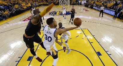 Nba, il calendario: Cavs-Warriors a Natale
