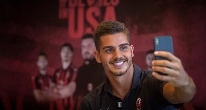 Milan, André Silva è sbarcato a Siviglia: visite e poi firma