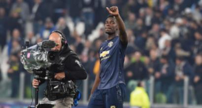 United, Pogba ha perso l'aereo: è tornato con i tifosi