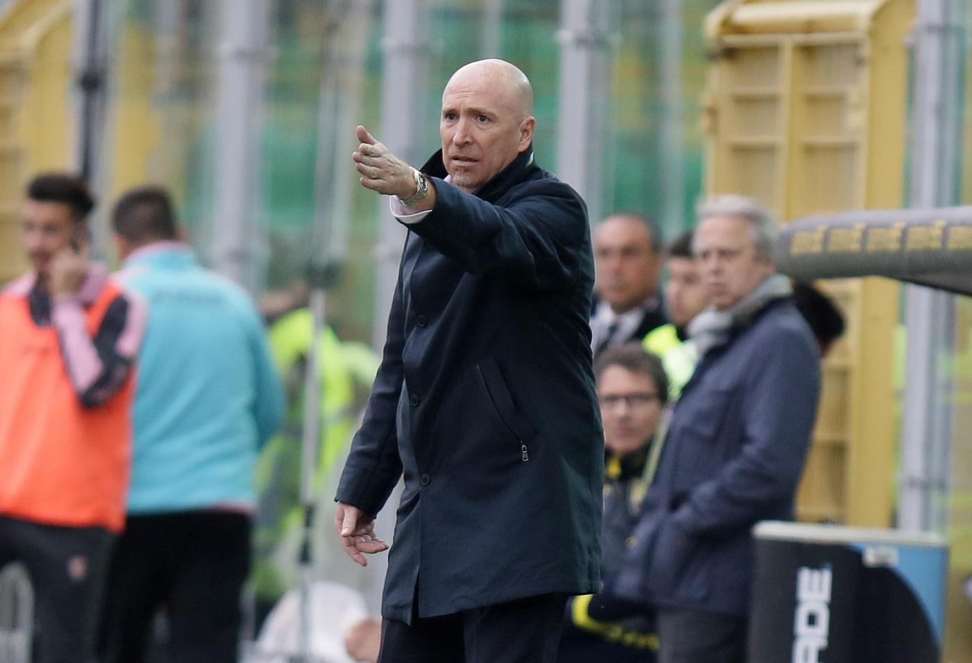 La cura Corini non funziona. Al Barbera il Chievo batte 2-0 il Palermo e costringe i rosanero alla nona sconfitta consecutiva. Al 14' Birsa sblocca la partita sugli sviluppi di un contropiede, poi nella ripresa Pellisser approfitta di un retropassaggio sbagliato di Goldaniga raddoppia i conti al 49', firmando il suo centesimo gol in Serie A. In classifica il Palermo resta ultimo da solo a 6 punti.