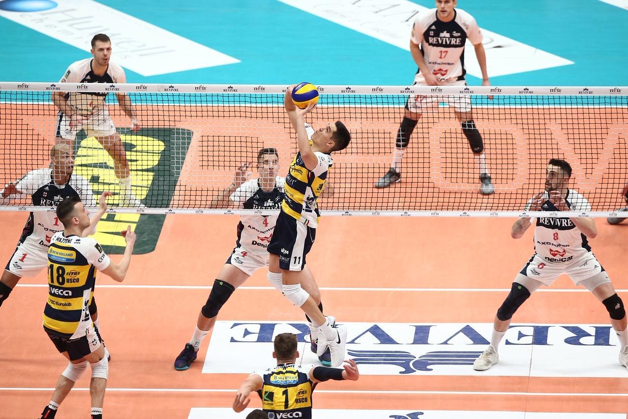 Volley, Milano show al Forum: 3-0 a Modena davanti 13.000 persone