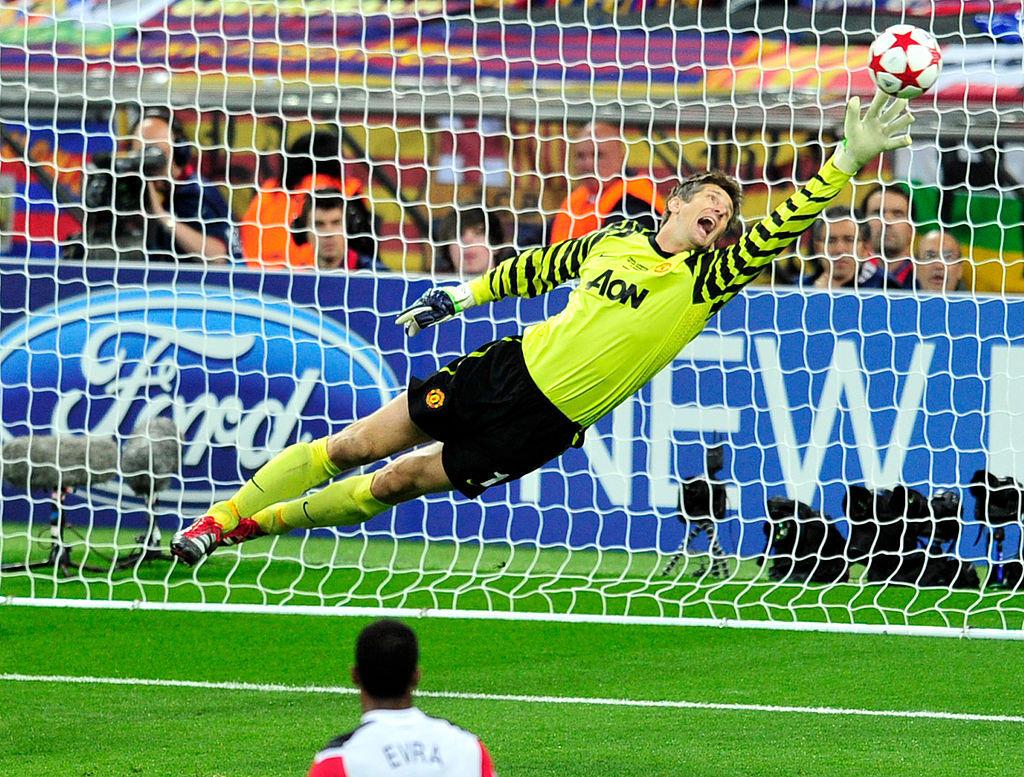 17) Van der Sar (Noordwijk): 40 anni, 6 mesi e 23 giorni
