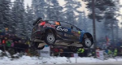 Rally Svezia: Brynildsen salta 45 metri sul Colins Crest