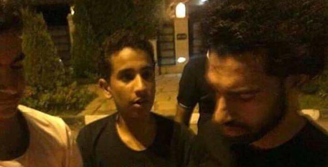 Mondiali 2018: folla sotto casa di Salah in Egitto, lui scende a firmare autografi