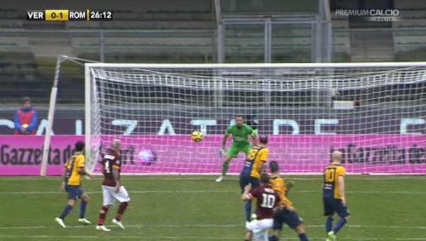 Non accenna a riprendere la corsa a pieno ritmo la <strong>Roma</strong> di Rudi Garcia che a <strong>Verona</strong>, contro l'<strong>Hellas</strong>, non è andata oltre l'1-1 portando a nove i punti di ritardo sulla Juventus capolista. <strong>Roma</strong> in vantaggio al 26' con un destro dalla distanza di <strong>Totti</strong> che sorprende Benussi, ma raggiunta al 38' da un colpo di testa di <strong>Jankovic</strong> sugli sviluppi di un angolo. Nella ripresa <strong>Torosidis</strong> evita la sconfitta, ma sono sei i pareggi nelle ultime otto partite.<br /><br />
