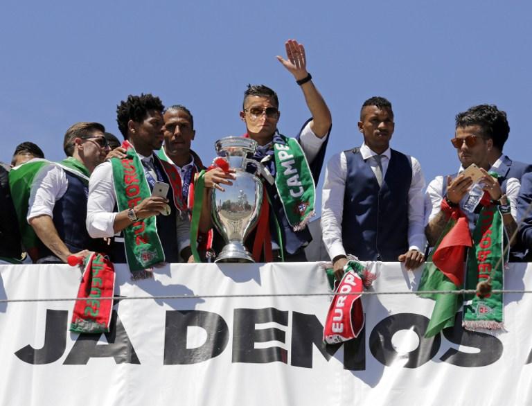 Portogallo, sfilata e festa a Lisbona