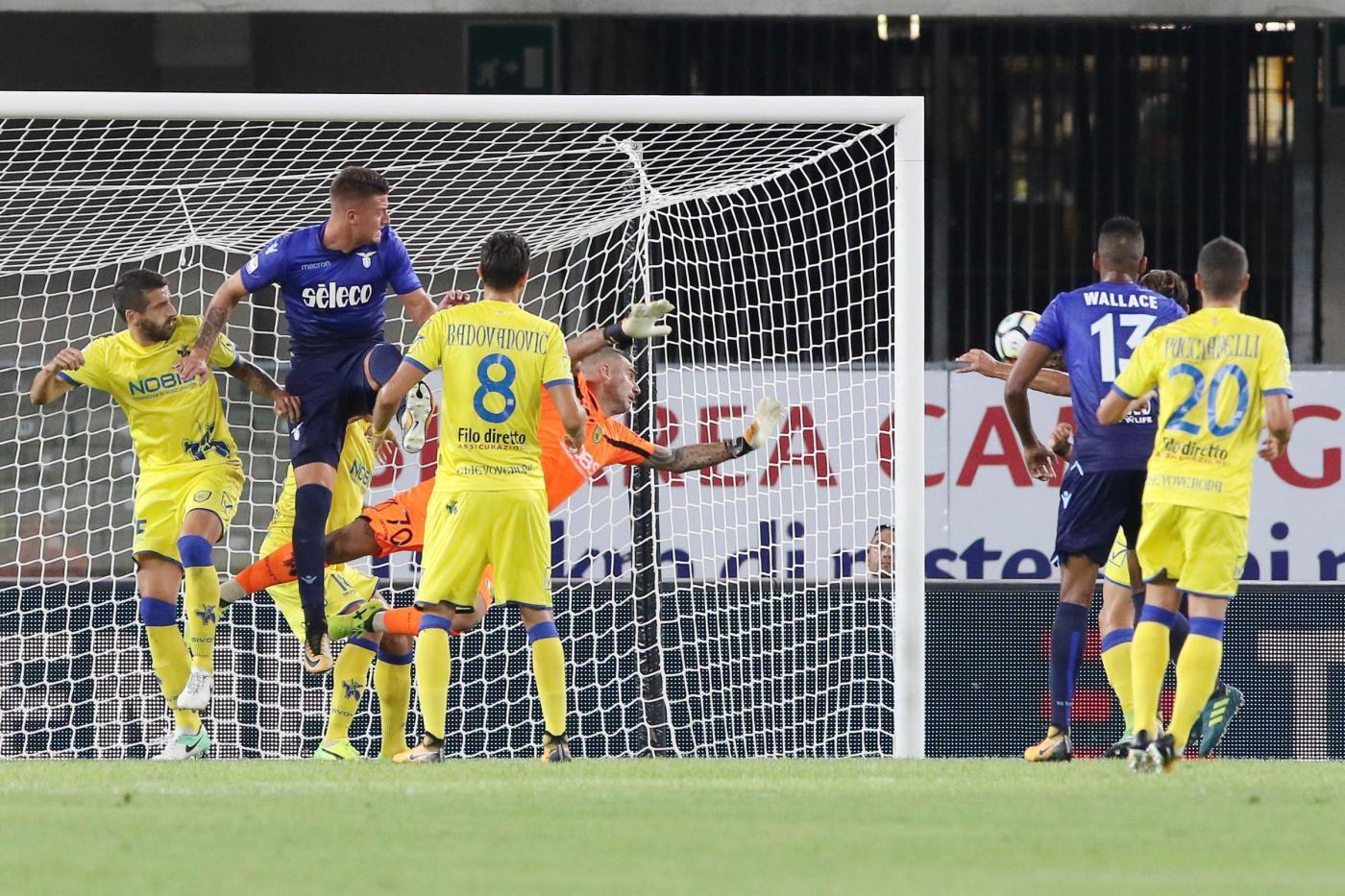 La Lazio trova la prima vittoria in campionato grazie a un gol di Milinkovic-Savic a un minuto dalla fine. 2-1 il risultato finale con il Chievo battuto al Bentegodi. Nel primo tempo le reti di Immobile e Pucciarelli