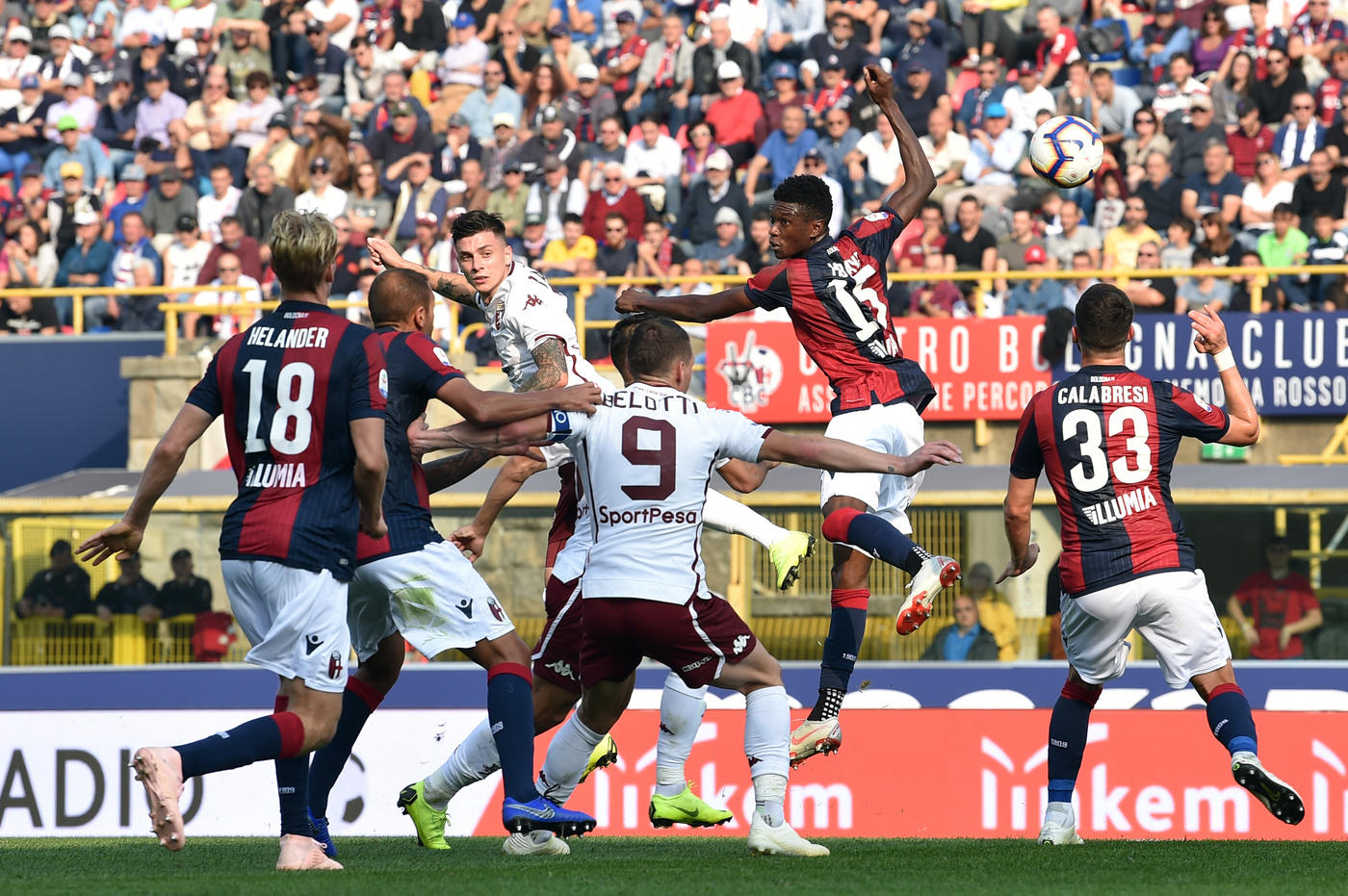Colpo in rimonta per il Bologna. Al Dall'Ara la squadra di Pippo Inzaghi pareggia 2-2 con il Toro, recuperando da un doppio passivo. Iago Falque sblocca la partita con un capolavoro di sinistro dal limite al 14', poi al 54' regala a Baselli la palla per il raddoppio. Una rete che sveglia i rossoblù, bravi a riaprire subito la gara con Santander al 59' e a pareggiare i conti con Calabresi al 77'.<br /><br />