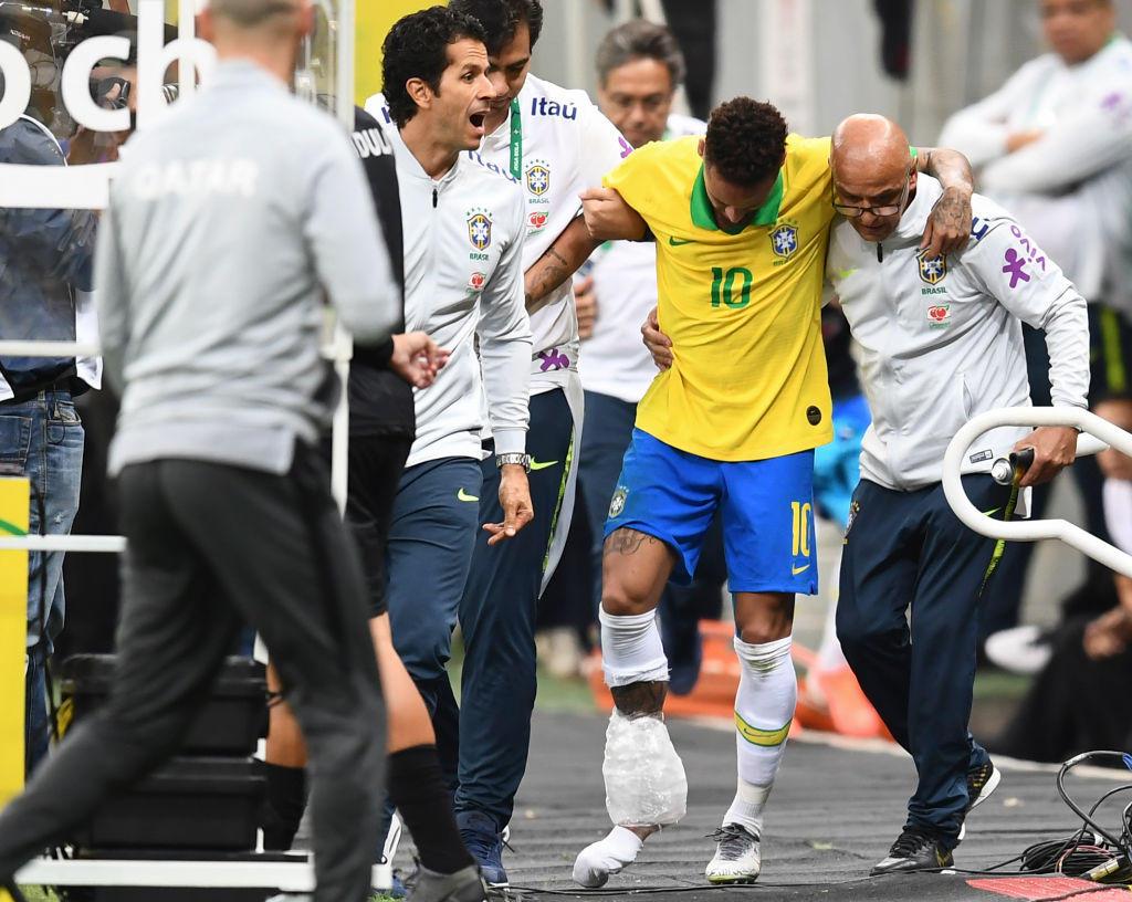 Un 2019 già da incubo regala un altro dispiacere a Neymar: dopo l'infortunio al piede destro di gennaio (che lo aveva costretto a saltare 18 partite) ...