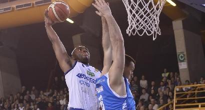 Basket, prima sconfitta per Brescia: Sassari affonda la capolista