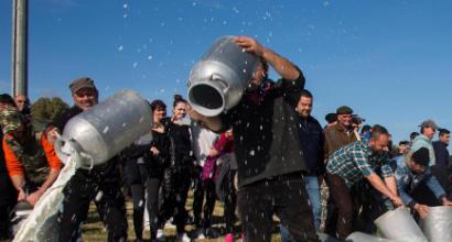Cagliari: la protesta dei pastori ad Assemini blocca la squadra, che poi è partita per Milano