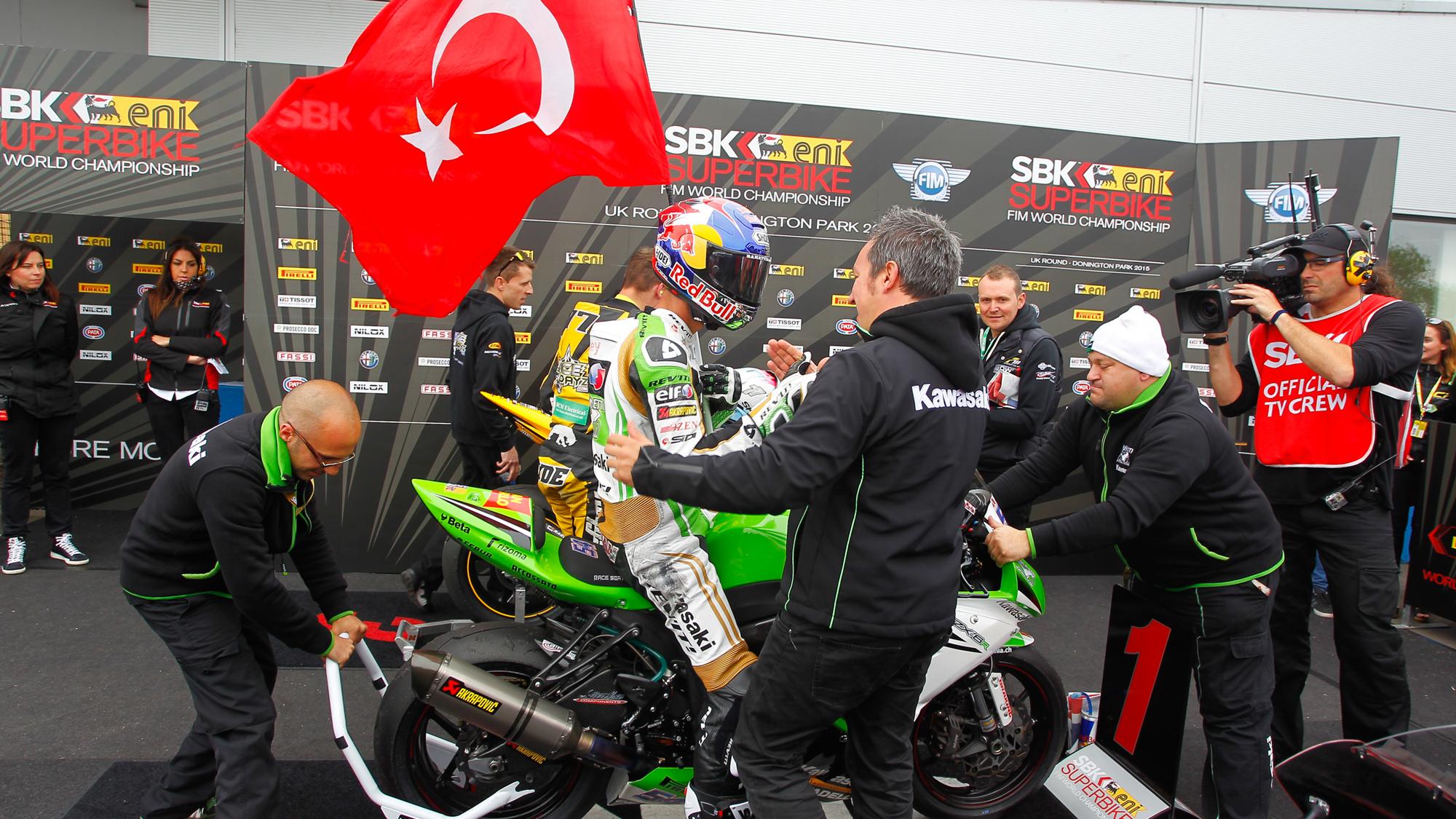 Superbike: Kawasaki piglia tutto. Doppietta Rea, Sofuoglu campione