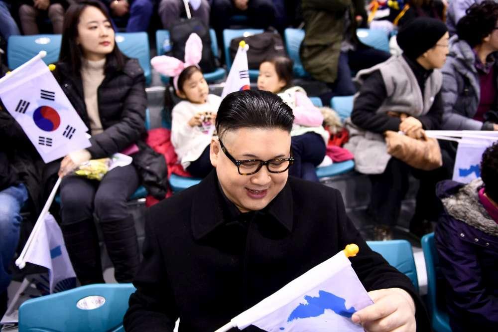 Pyeongchang 2018, in tribuna compare un sosia di Kim Jong-un