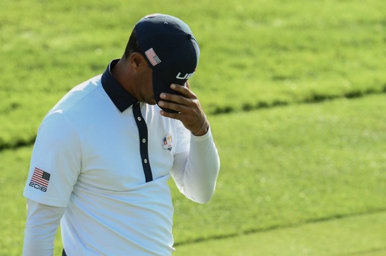 Tiger Woods deluso dopo aver perso il suo match nella seconda giornata della Ryder Cup (29 settembre)