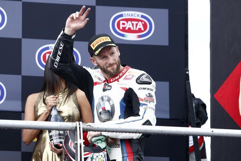 Jonathan Rea ha vinto sotto la pioggia Gara 1 del Mondiale Superbike a Misano