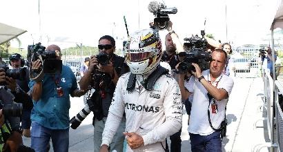 """F1, pace Hamilton: """"Ho fiducia nella Mercedes"""""""