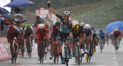 Giro d'Italia, a Imola sfreccia Bennett