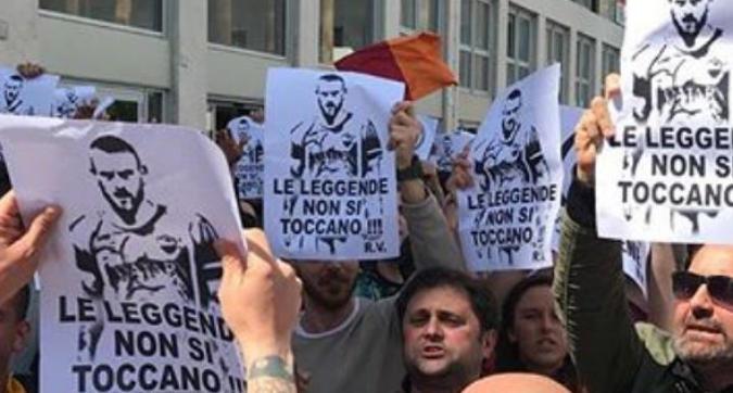 Roma, protesta mondiale: striscioni contro Pallotta dall'Eur a New York