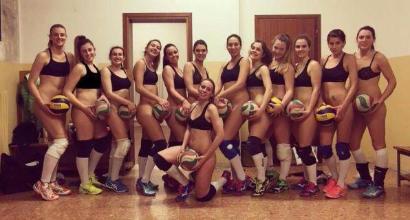 Vicenza, pallavoliste festeggiano la promozione con una foto senza veli
