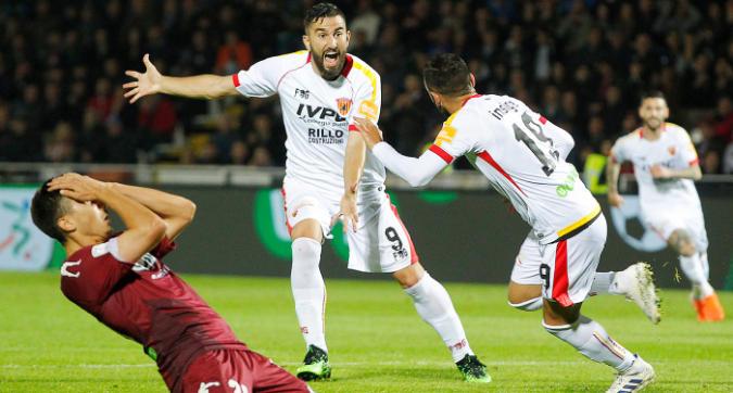 Serie B, playoff: Cittadella in 10, il Benevento rimonta e vince 2-1
