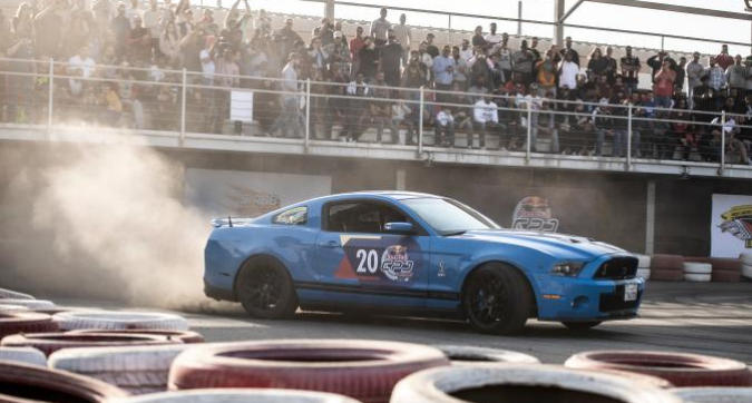 "Curve e ""ciambelle"" dal qualifier del Red Bull Car Park Drift"