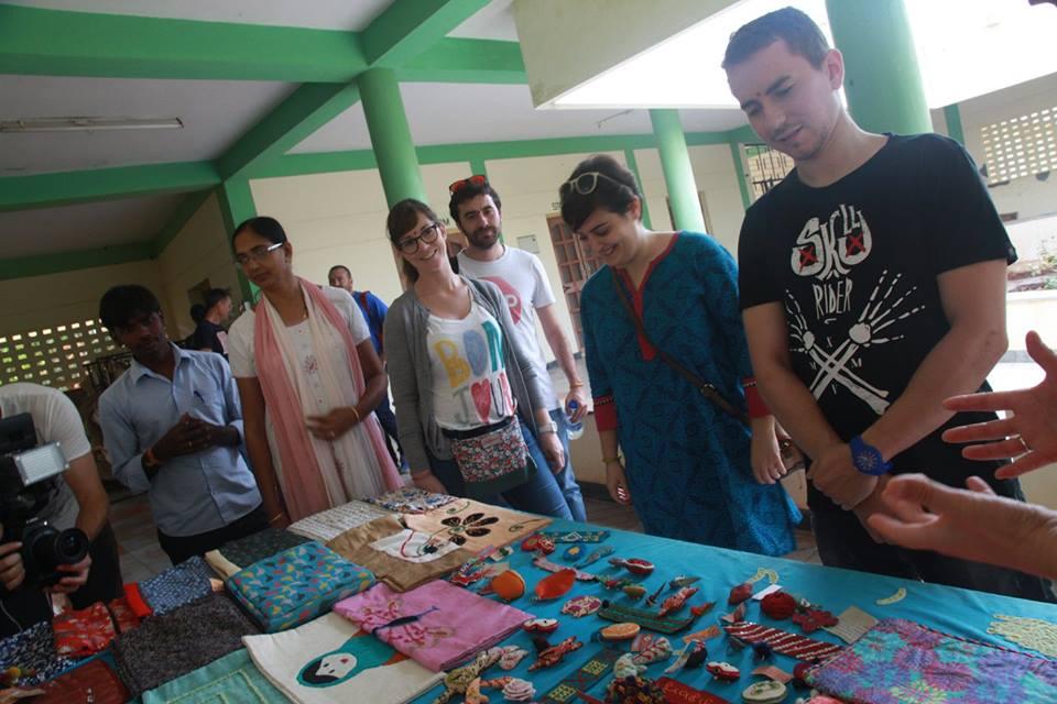 Jorge Lorenzo in India per la Fondazione Vicente Ferrer
