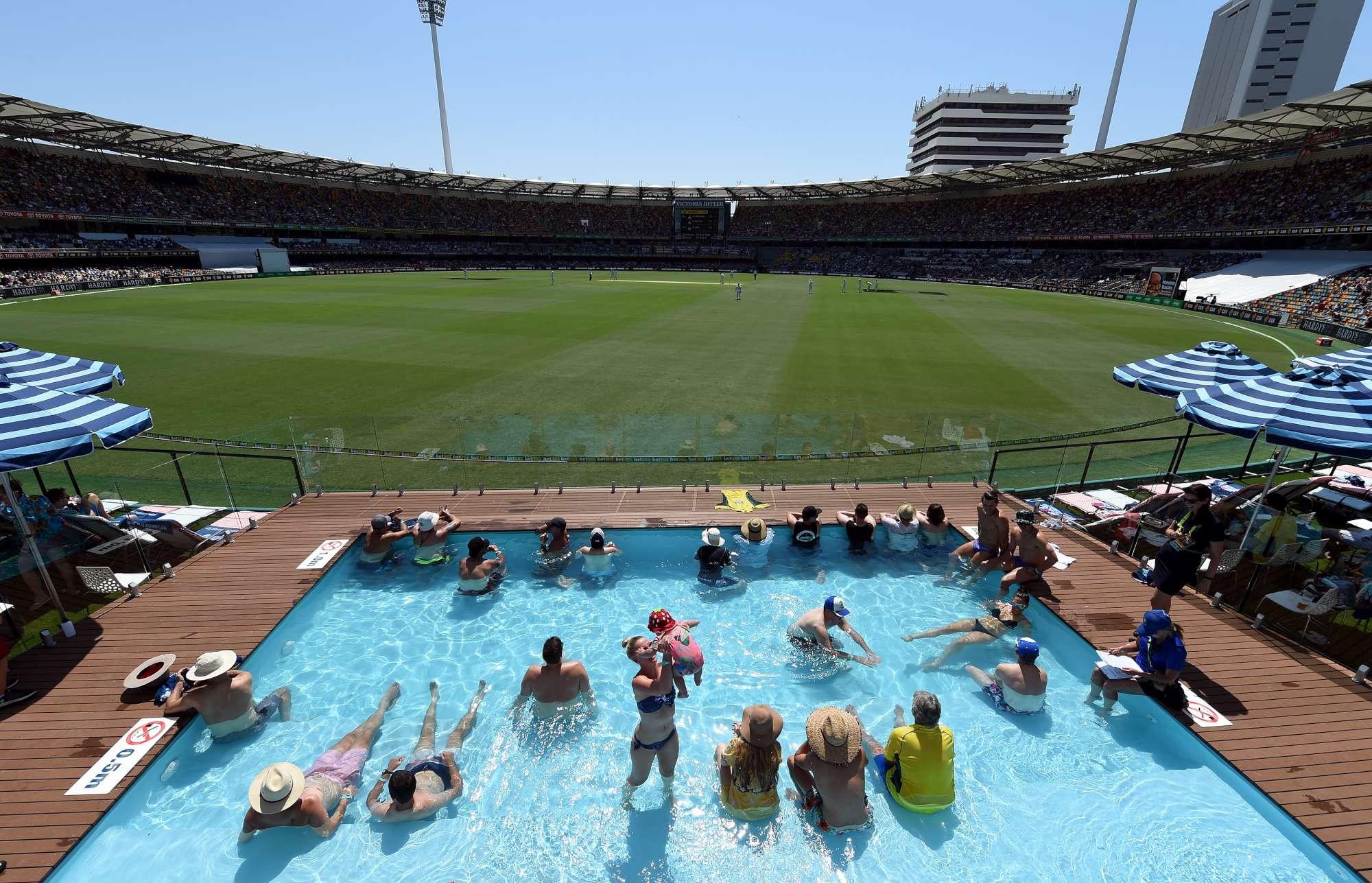 Cricket, i tifosi stanno... in ammollo