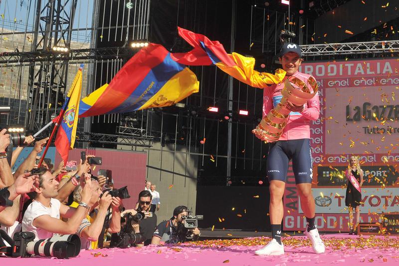L'ecuadoregno chiude davanti a Nibali e Roglic e vince la corsa rosa