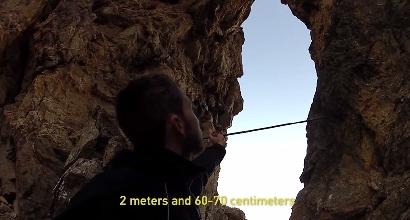 Base jumping: con la tuta alare in un foro di 3 metri
