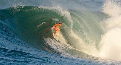 Sfida l'onda dell'uragano Irma, muore giovane stella del surf
