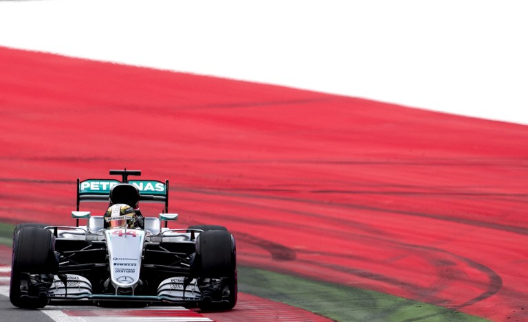 F1, Hamilton si gode la pole