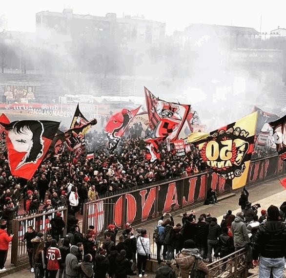 Milan, la Curva Sud festeggia i 50 anni
