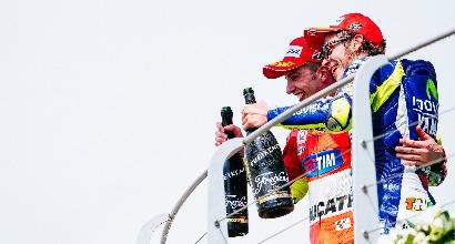 MotoGP, Iannone si schiera: foto con Rossi su Facebook