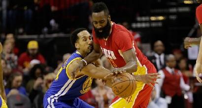 Basket, Nba: soliti Warriors anche senza Curry, Rockets al tappeto