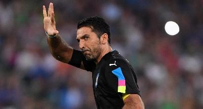 Calcio, Buffon ferma i fischi alla Marsigliese e diventa eroe dei francesi
