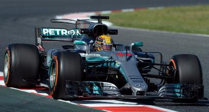 F1, GP Spagna: la Mercedes domina le libere, la Ferrari insegue