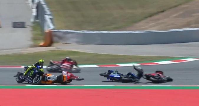 MotoGP Catalogna, Lorenzo fa strike sui rivali