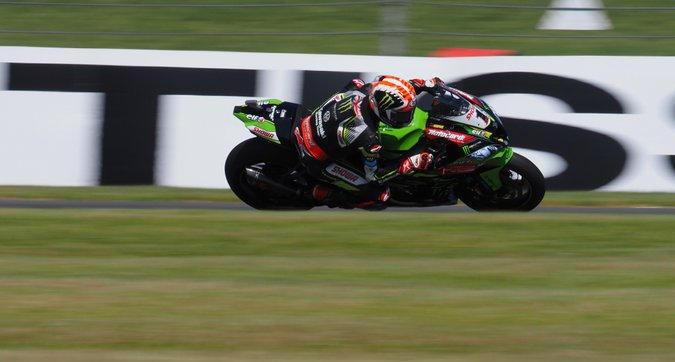 Superbike, Gara-2 Donington: Rea fa tre su tre, Bautista 3° ma a -24 punti