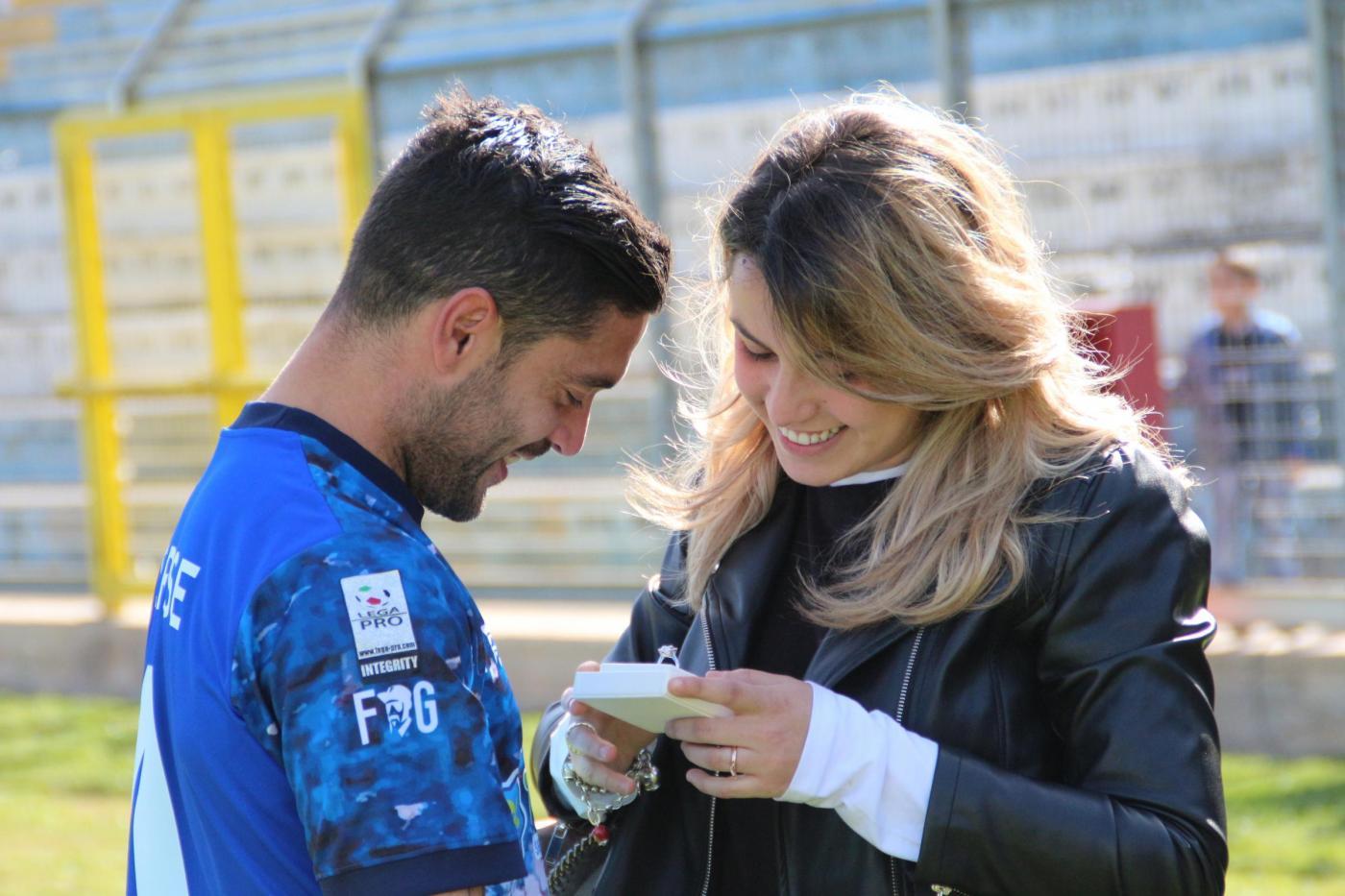 Lega Pro, proposta di matrimonio in campo