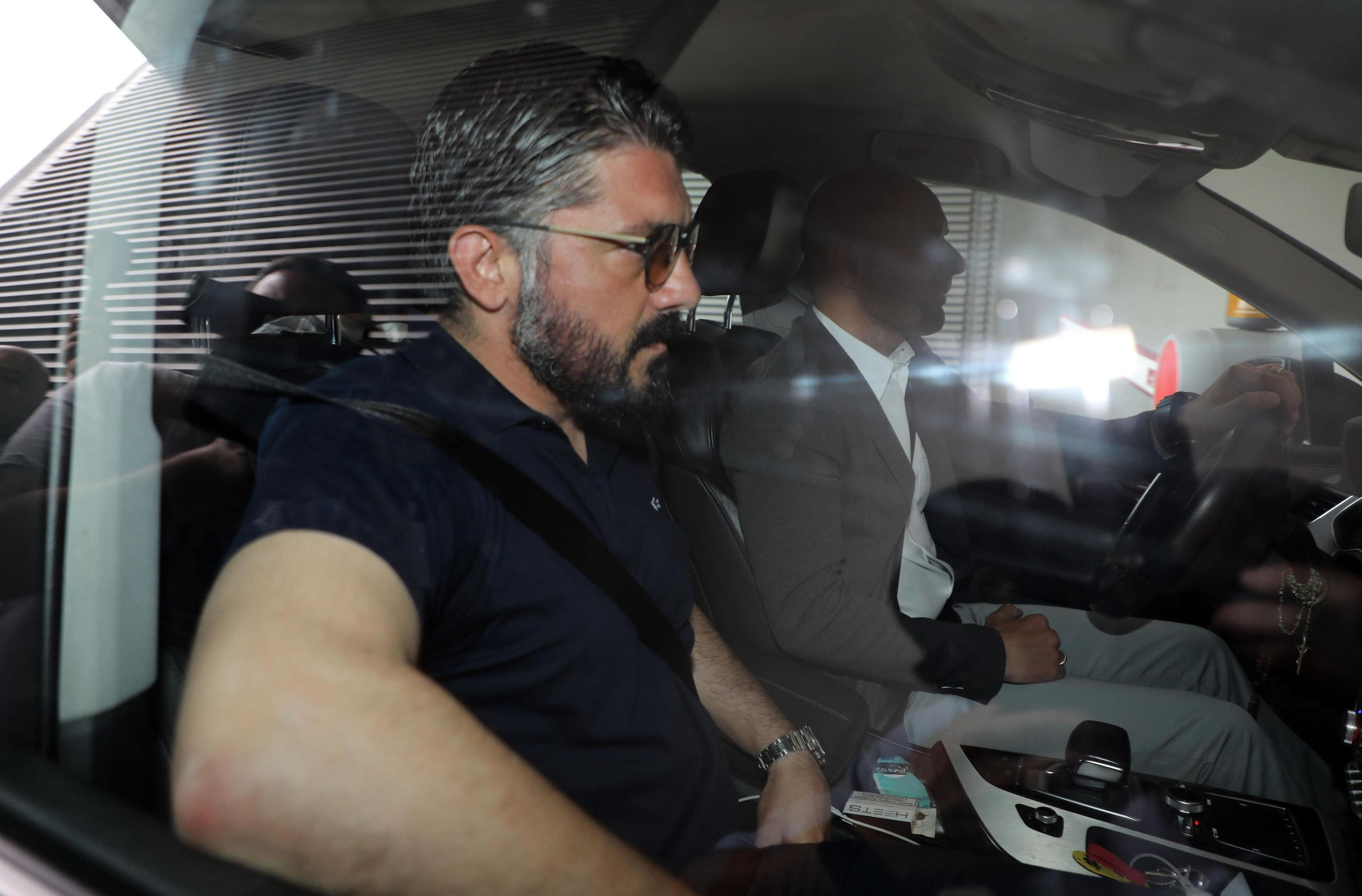 Gattuso e Leonardo lasciano il Milan dopo una stagione difficile.