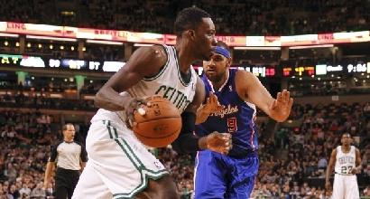 Nba, Rockets: Asik, scambio a tre con Celtics e Cavs